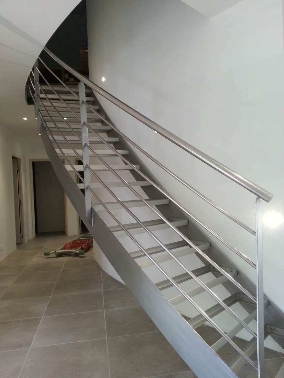 Escalier tournant inox